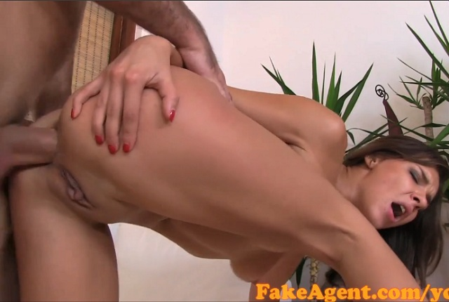 Sexy Amateur Brunette Gets Good Anal Fuck on Casting