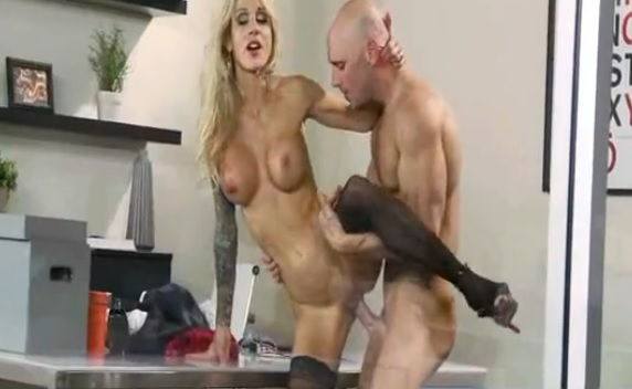 Busty Blonde Wife Enjoy in Hardcore Fuck