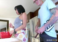 Milf Veronica Avluv Gets Some Young Cock
