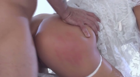 Danica Dillan gets perfect doggystyle