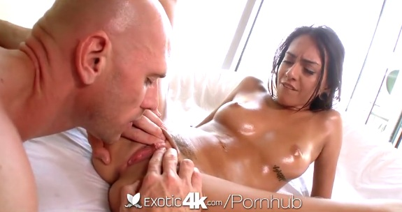 Oiled up Janice Griffith gets nice pussylicking by bold guy